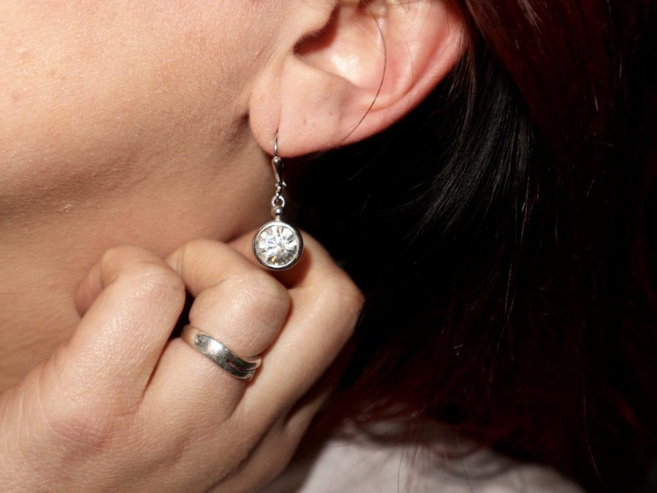 Waarom we sieraden dragen? Macht, Status en Verleiding! momambition.nl mamablog ambitieuze vrouwen oorbellen swarovski