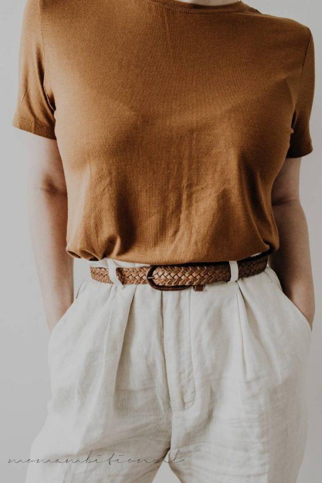 witte broek met neutrale top