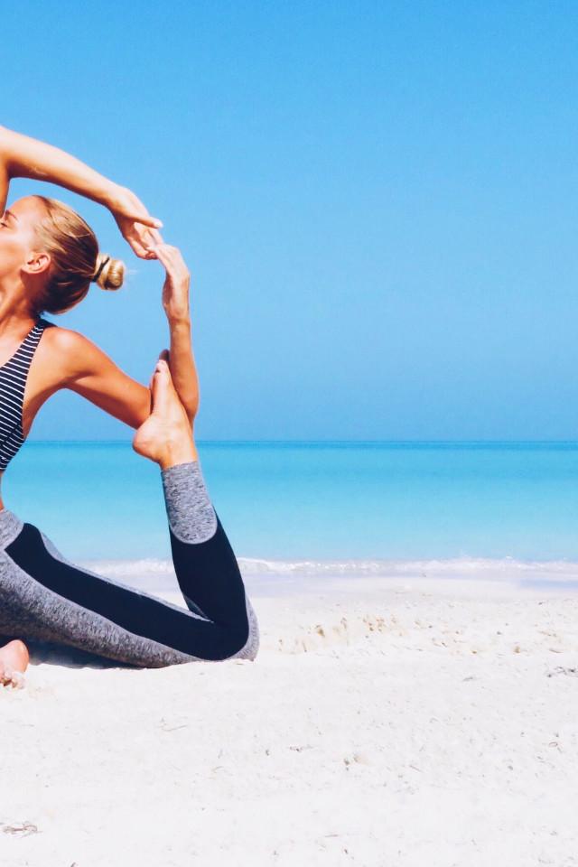 Active wear fashion Melissa Overgaard wearing yoga wear