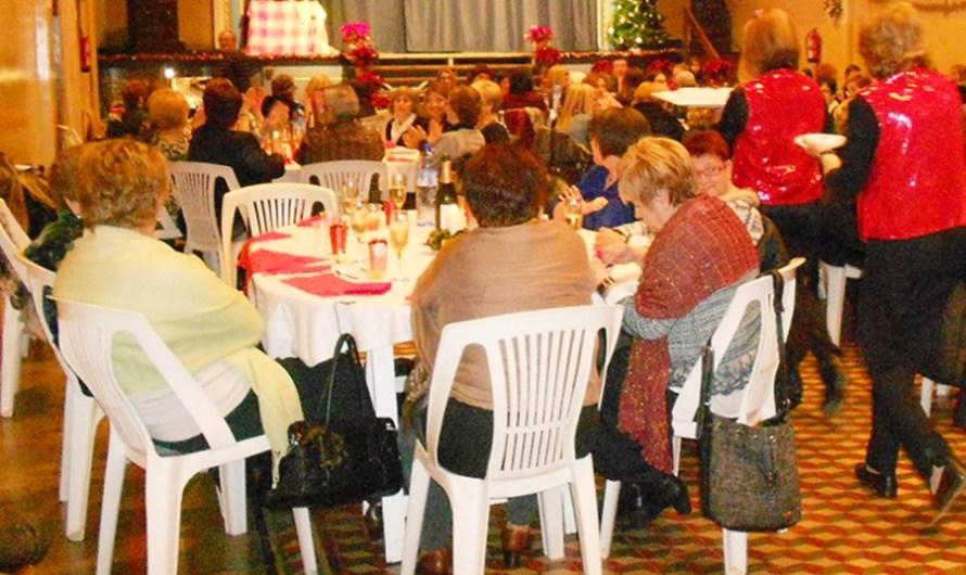 EL centre d´amistat  celebra el tradicional sopar de nadal