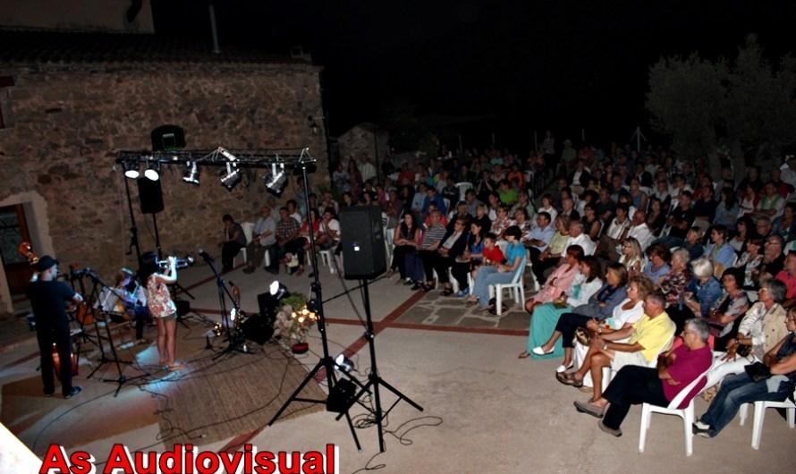 Carla Motis Trio omple el Mas del Puig de Castellbell i el Vilar