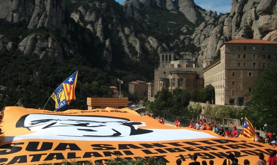 """Montserrat desplega un mosaic, demanant al Papa Francesc, que """"Els catalans volem la llibertat"""""""