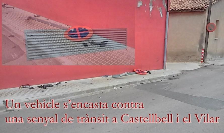 Un vehicle s'encasta contra una senyal de trànsit a Castellbell i el Vilar