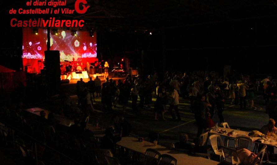 Bon ambient al concert i posterior ball de Festa major de Castellbell amb la Orquestra «Cimarron«