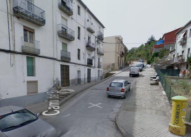 Els lladres dels 4 habitatges del Burés van fugir en un dels trens dels FGC