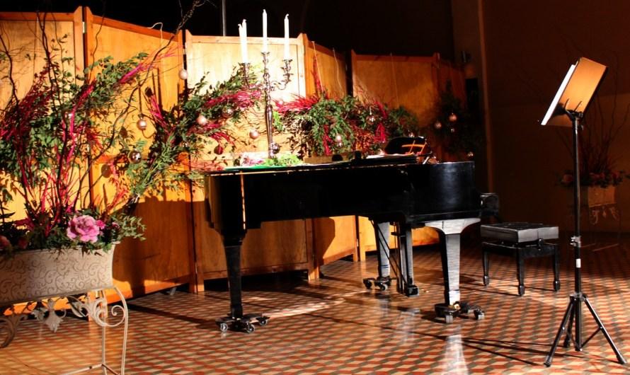 Nadales a só de piano acompanyament de veu al Concert de nadal 2016 a Castellbell i el Vilar.