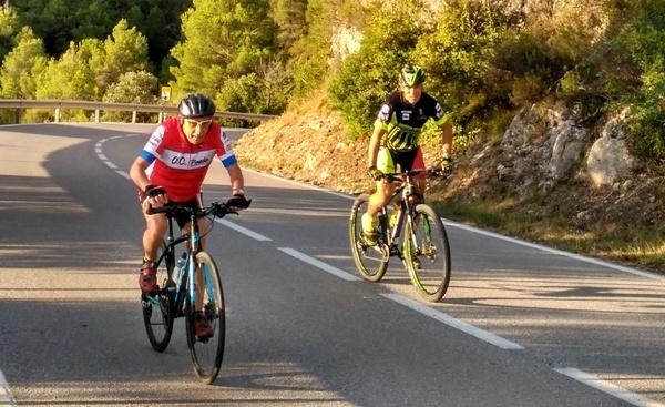 L'Antoni Poch de 90 anys i fill de La Bauma, torna a pujar en bici a Montserrat.