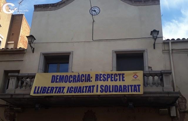 Pancarta democracia Ajuntament_1