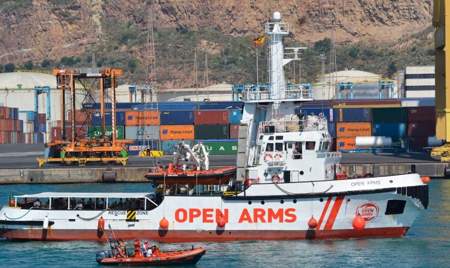 Reportatge: L'OpenArms arriba al Port de Barcelona amb 60 refugiats.