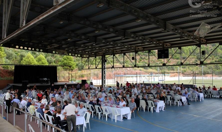 250 persones s'apleguen al dinar d'Homenatge a la Vellesa, a Castellbell i el Vilar.