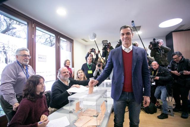 El PSOE guanya les eleccions espanyoles amb 120 diputats però queda lluny de les expectatives de millora