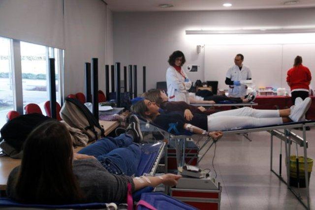 """Alumnes de la UManresa es converteixen en """"recaptadors"""" de sang"""