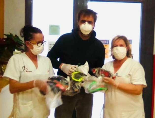 El pilot Nani Roma dóna ulleres protectores a Castellbell