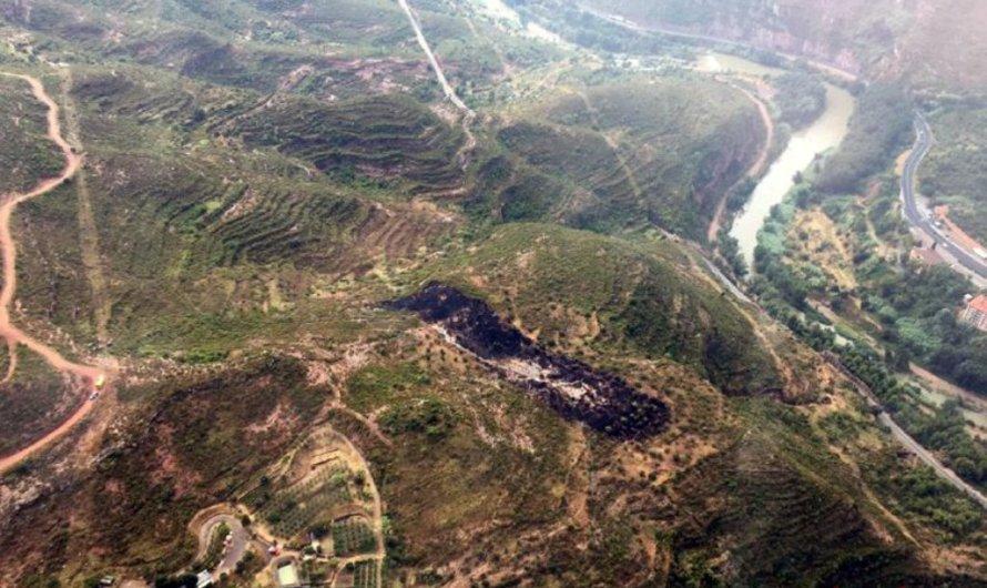 Un llamp provoca un incendi forestal a Monistrol