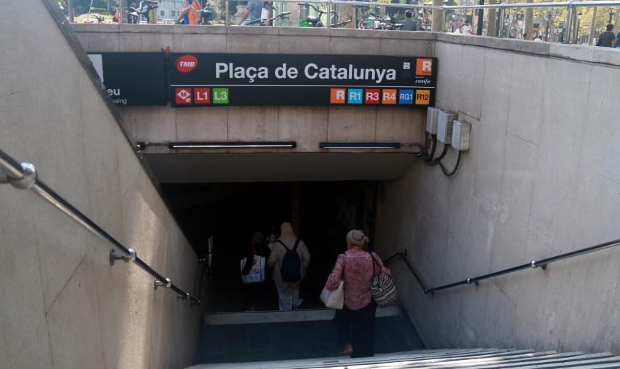El usuaris de la R4 de Rodalies no poden accedir a l'estació de Plaça Catalunya per obres a l'estació de Sants