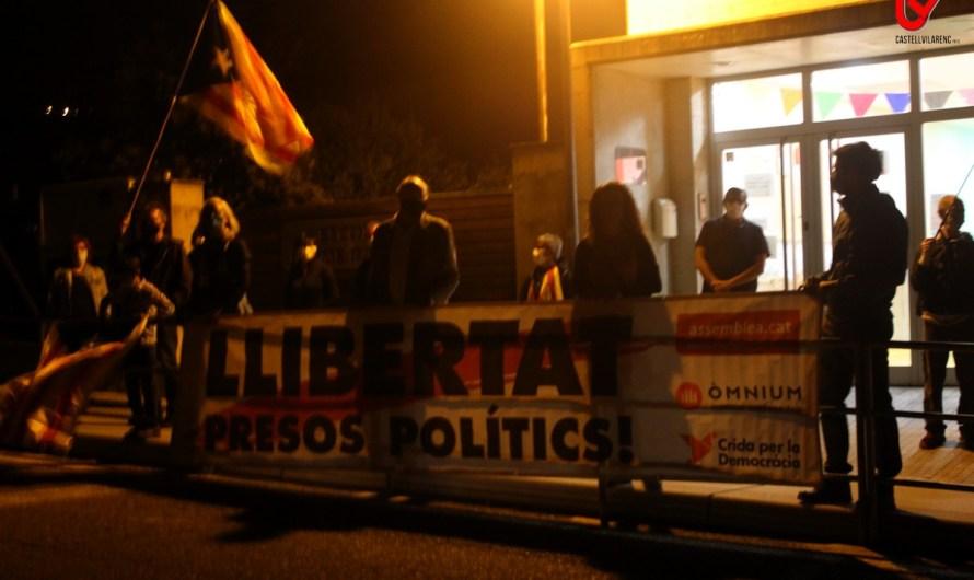 Una desena de persones commemoren l'1-O a Castellbell