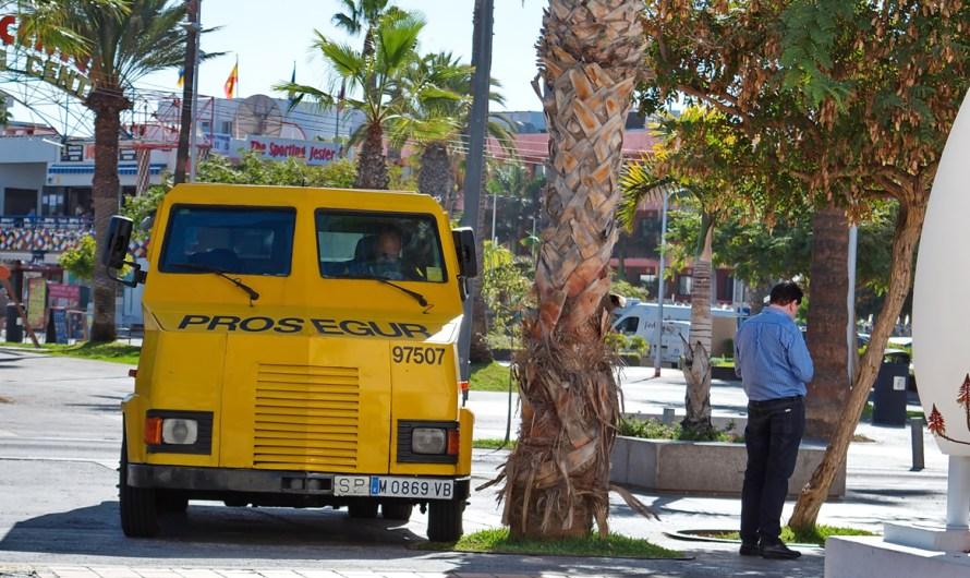 Un individu roba un sac amb prop de 60.000 euros d'un furgó blindat a Manresa