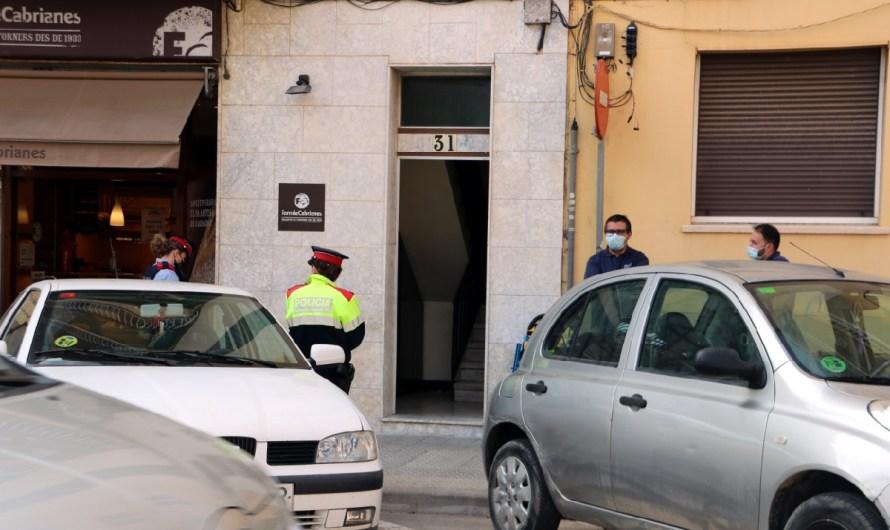 Troben una dona morta amb signes de violència en un pis de Manresa