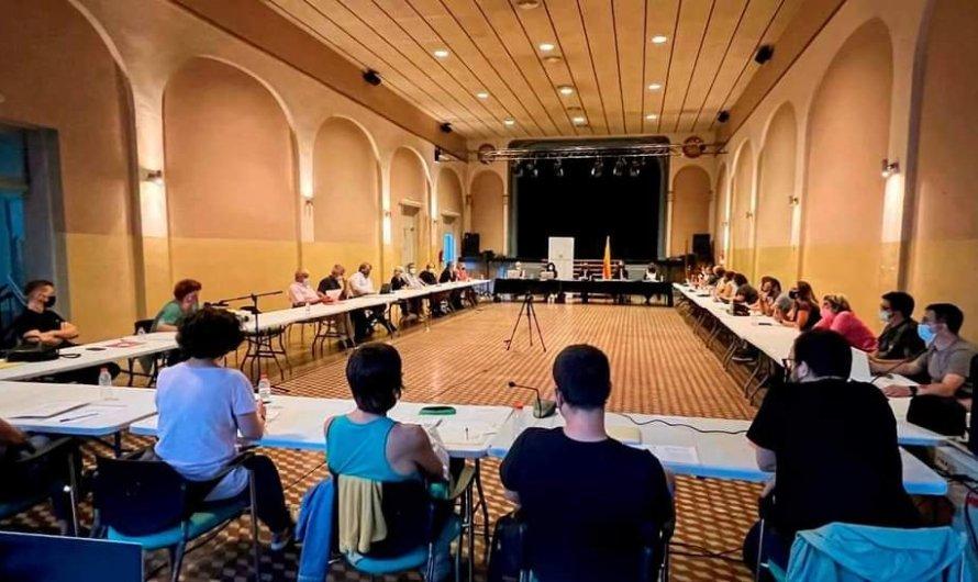 Celebren un ple del Consell Comarcal del Bages al Casino Borràs.