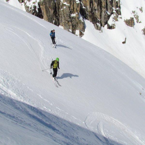 Garmo Negro con esquí de travesía. Casteret guías
