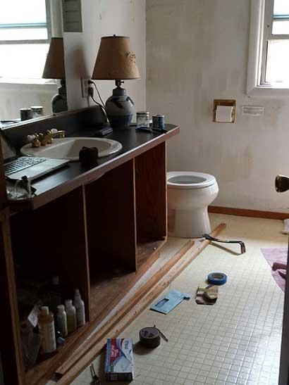 Eugene old bathroom before remodeling started