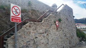 Señal Prohibido saltar Santa Ana