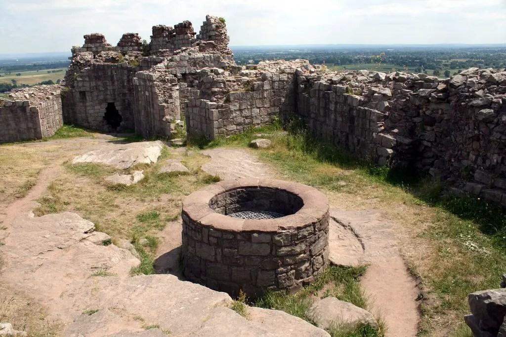 Beestone castle well