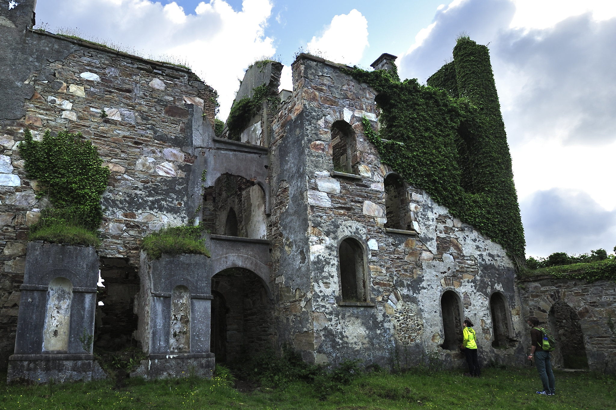 Ruined wall of Clifden Castle