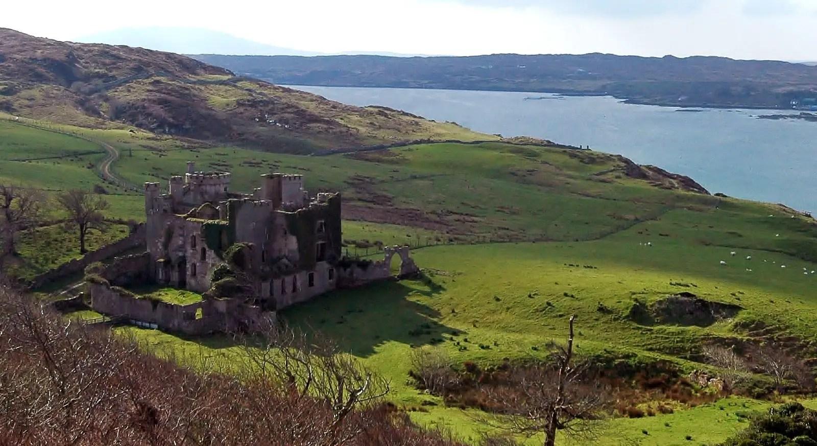 Wide angle shot of Clifden Castle