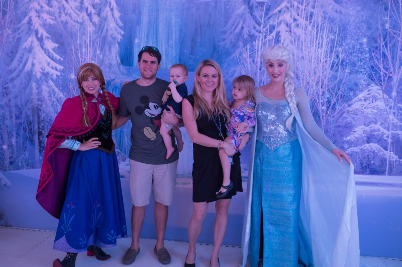 Disney Social Media Moms Celebration 2017: family meeting Elsa and Anna on Disney Cruise