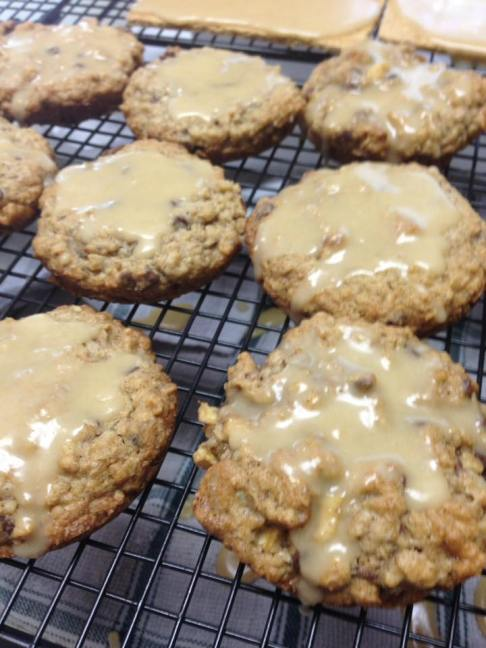 Oatmeal cookies with vanilla glaze