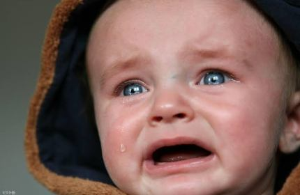 赤ちゃんが泣く理由がわからない時、一番辛い