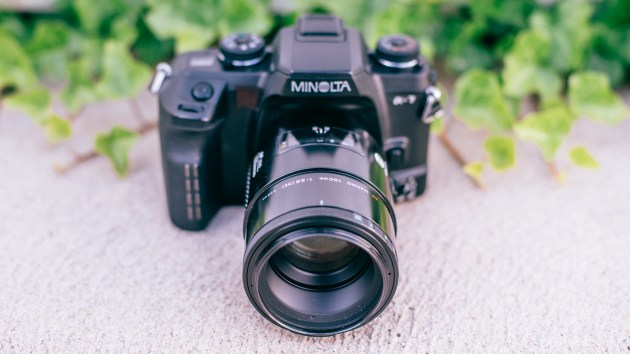 minolta a7 100mm macro lens product photos-1