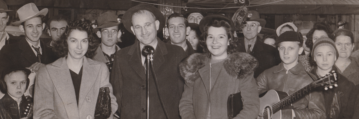 1943-12-11-KNS-Cas at Wile o Diner