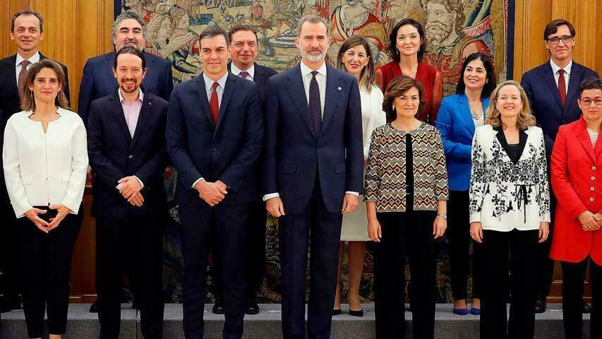 محامية على رأس وزارة الخارجية في أول حكومة ائتلاف في تاريخ إسبانيا.