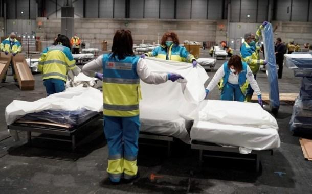 حلبة للتزلج تتحول لثلاجة جثث ضحايا كورونا بإسبانيا.