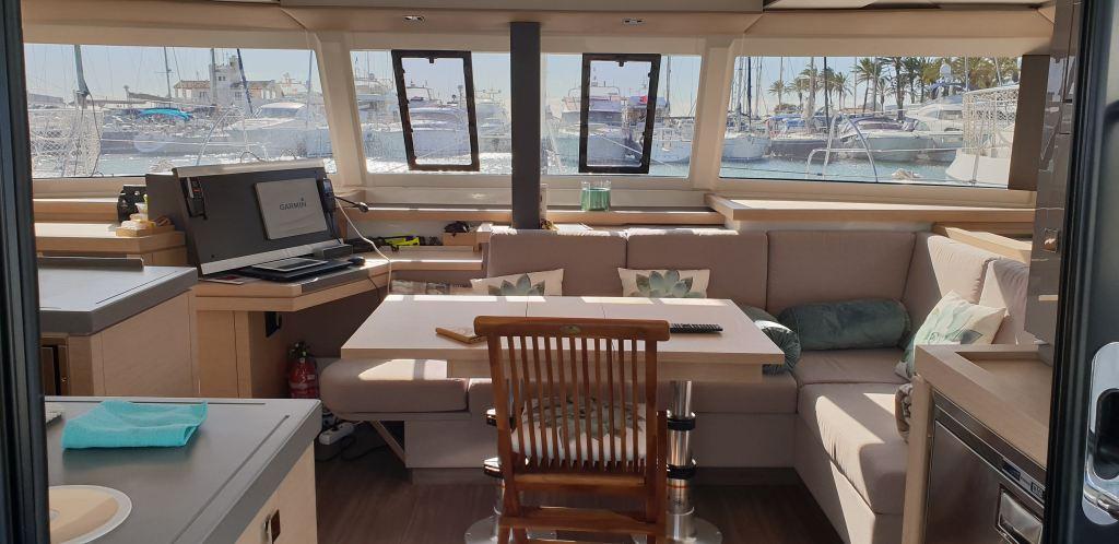 interior catamaran libertad VII