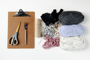 materials-needed-to-make-diy-mini-clipboard-loom-weaving