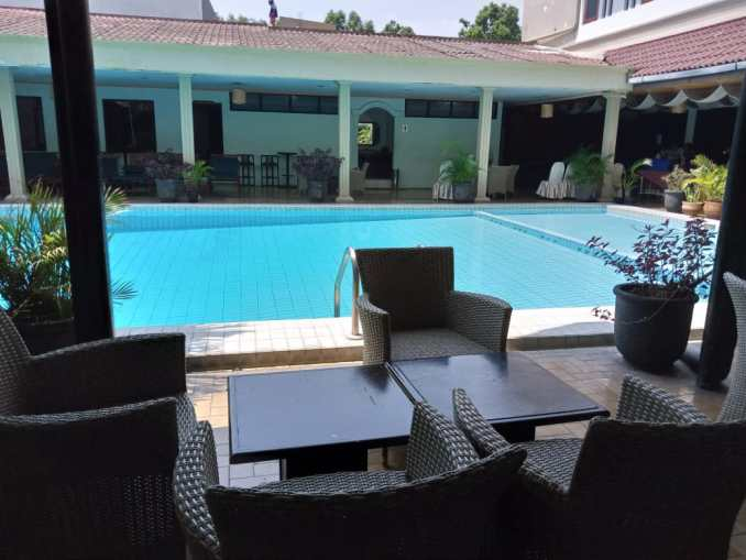 kolam renang regent's park hotel