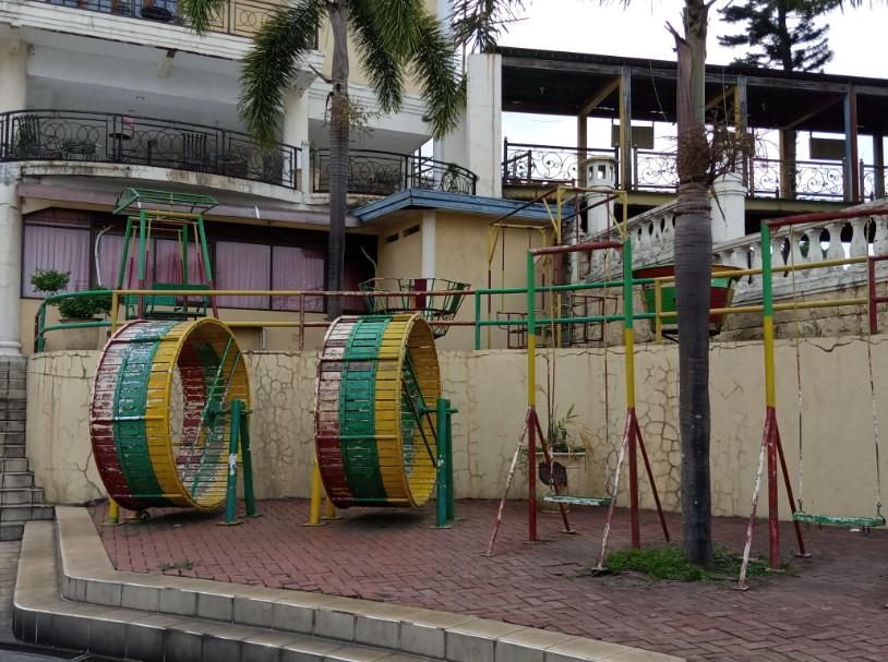 playground hotel tretes raya