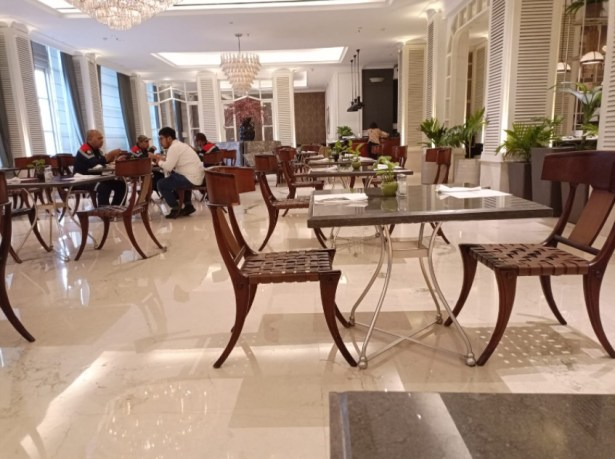 the cafe hotel java paragon
