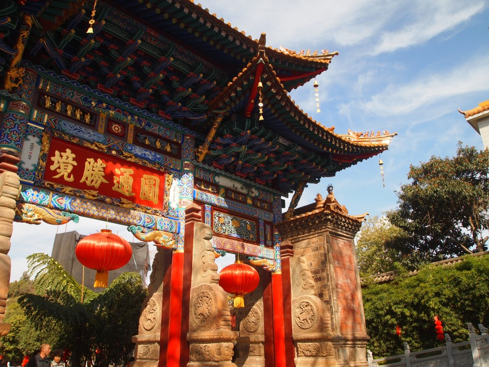 a flight to kunming & an afternoon at yuantong temple (5/6)