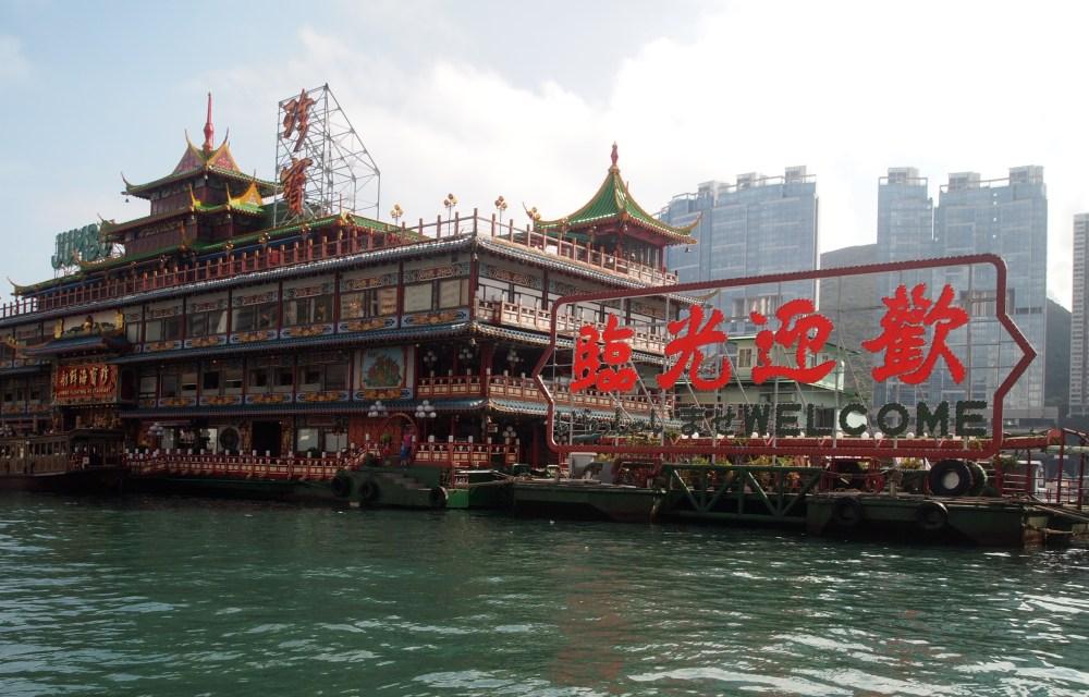 a sampan ride in aberdeen's harbour (5/6)