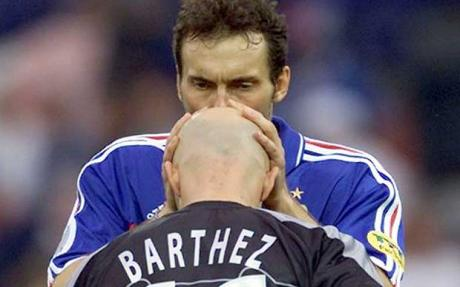 Blanc and Barthez: Bromance (Photo: Reuters)