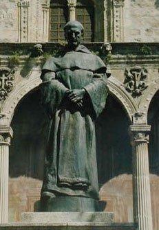 FRAY LUIS DE GRANADA (Granada, 1504-1588) Estatua de Pablo Loyzaga en la Plaza de Santo Domingo