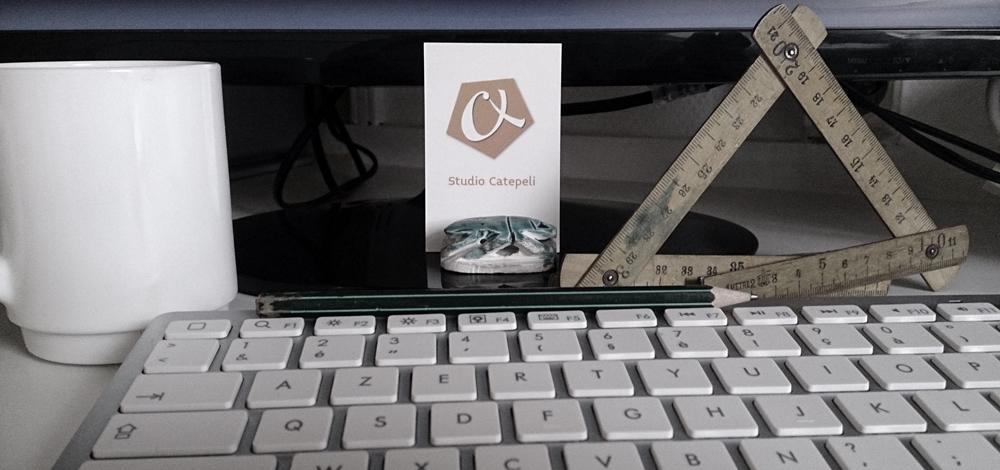 Photo prise dans mon studio, outils et clavier