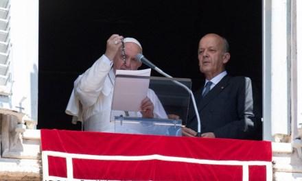 El Papa bendice 6.000 rosarios para Siria