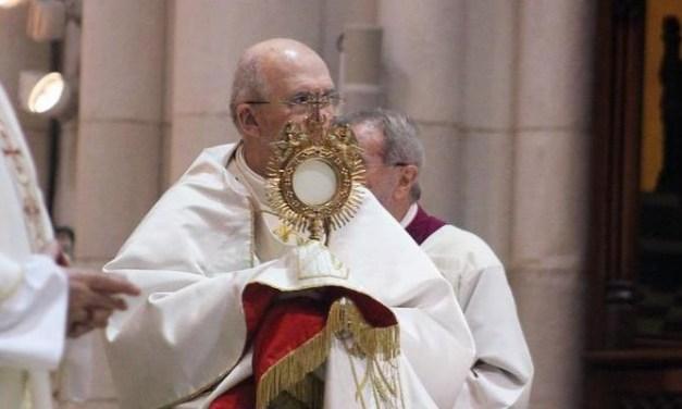 Corpus: el arzobispo recuerda que la Eucaristía introduce en la «dinámica de entrega» y pide apoyar a Cáritas Diocesana
