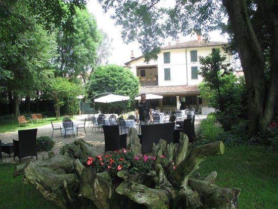 Villa Cantoni a Groppello Cairoli giardino