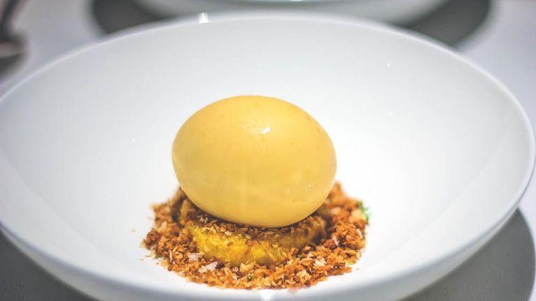 Uovo al tartufo di Eneko Atxa